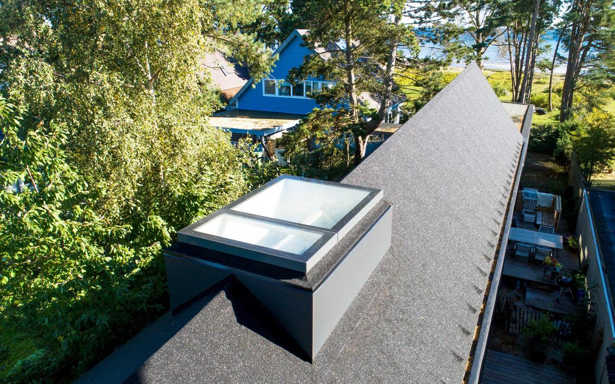 SkyVision LINEAR – Einbau auf dem Dachfirst mit Unterkonstruktion
