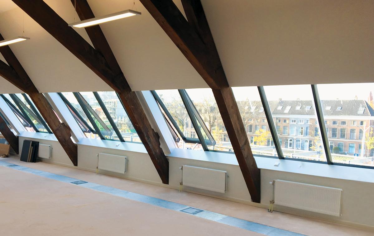Lichtband Dachverglasung - Innenansicht eines Dachausbaus