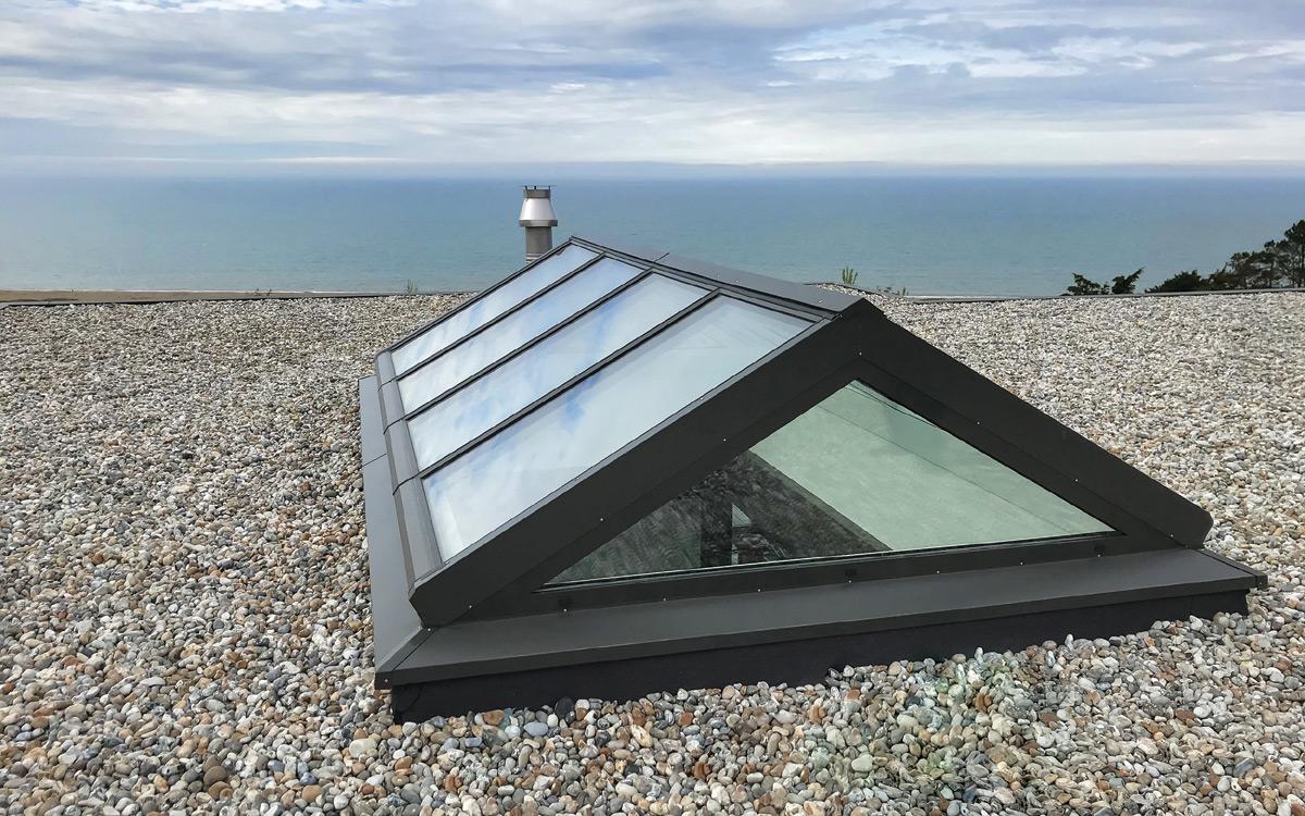 Satteldach auf Kies-Flachdach