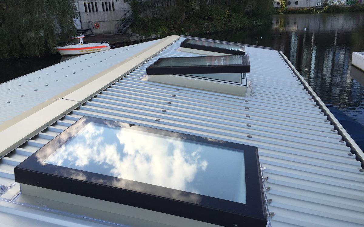 SkyVison COMFORT - angebracht auf einem Hausbootdach