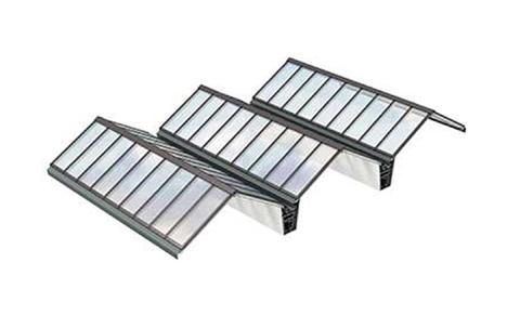 VMS Lösung mit Atrium-Sattel-Lichtband 25–40°