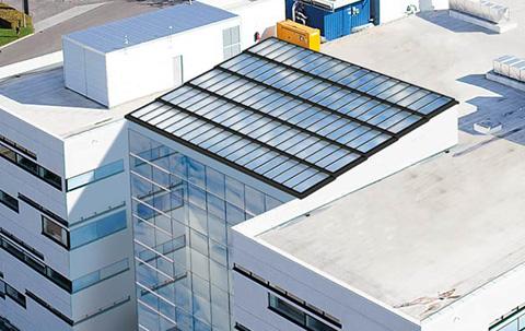 Gebäude mit VELUX Commercial Stufen-Lichtband