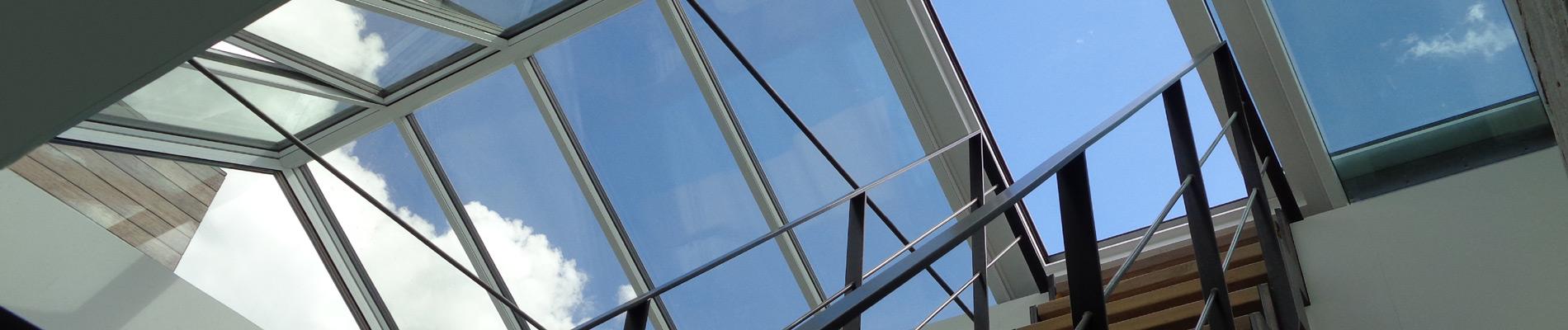 Innenansicht eines Dachausstiegsfensters in einem Satteldach