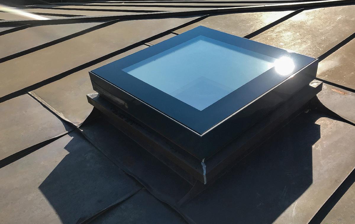 Geschlossenes Dachausstiegsfenster SkyVision ACCESS