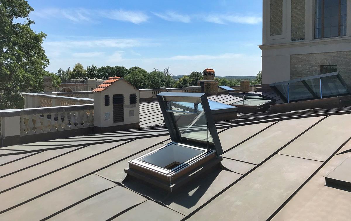 SkyVision ACCESS – Flachdach Rauchabzugsfenster und Dachausstieg