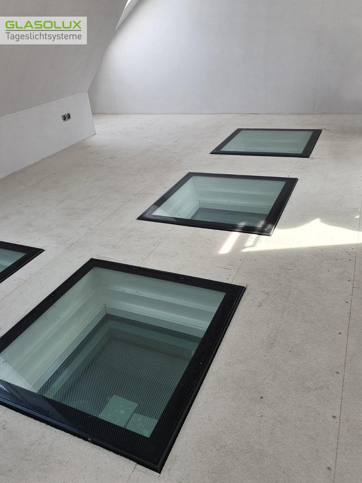 Vier begehbare Bodenfenster im Dachgeschoss