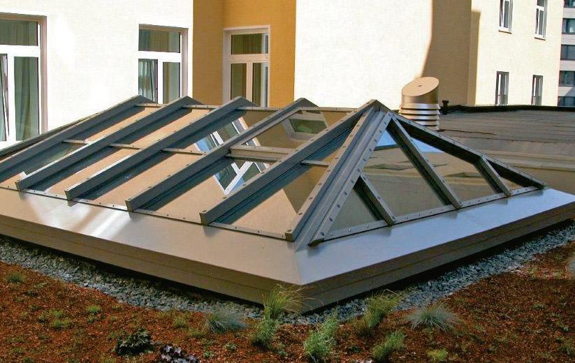 Brandschutzverglaste Doppelpyramide