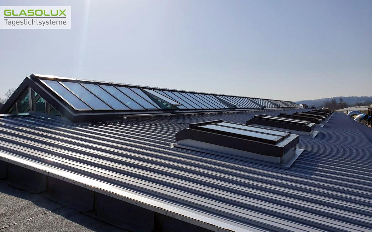 64 laufende Meter VELUX Commercial Lichtband auf dem Dach von Sait Gobain in Herzogenrath