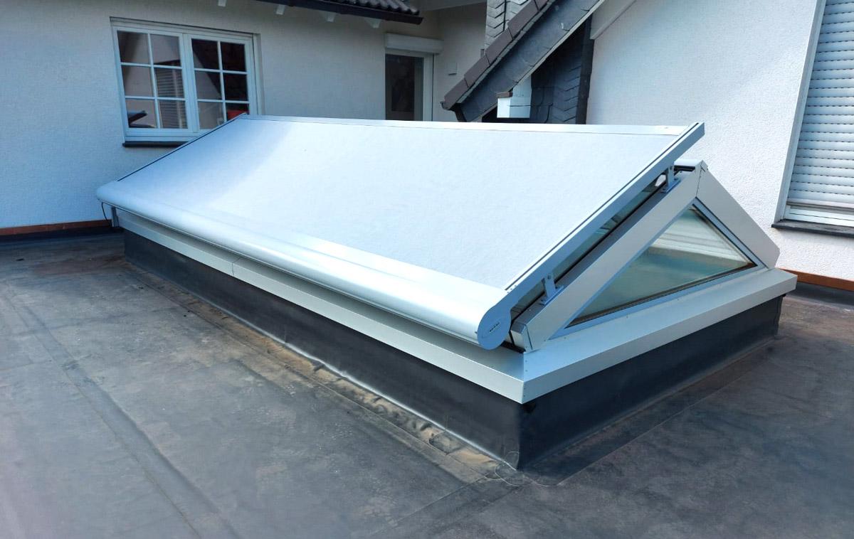 Automatische Beschattung auf einem Satteldach