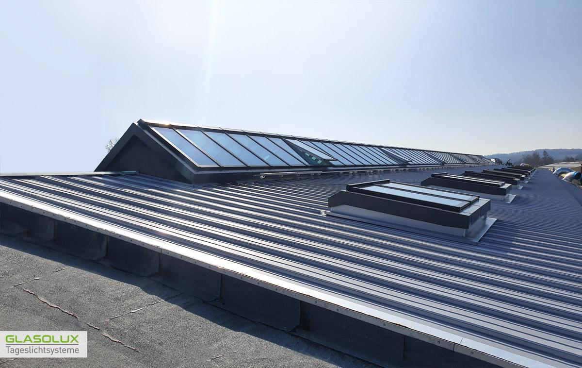 GLASOLUX Satteldach-Lichtband auf einem Industriedach