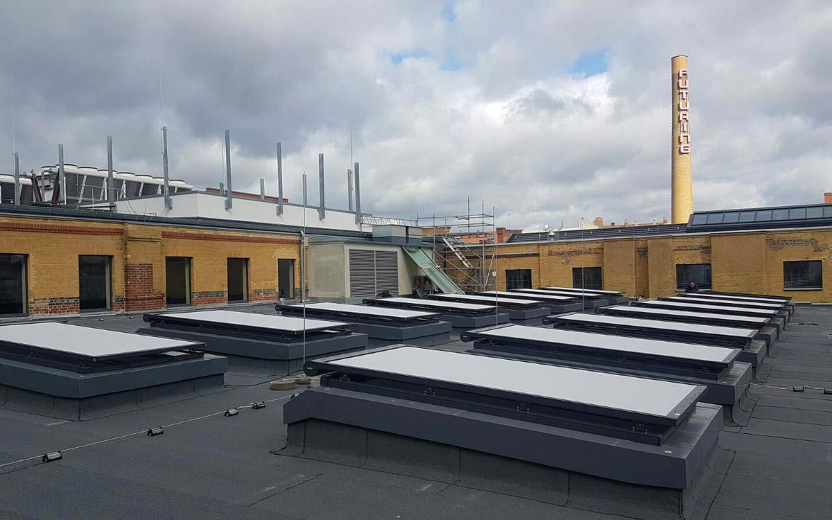Außenbeschattungen auf Flachdachfenstern