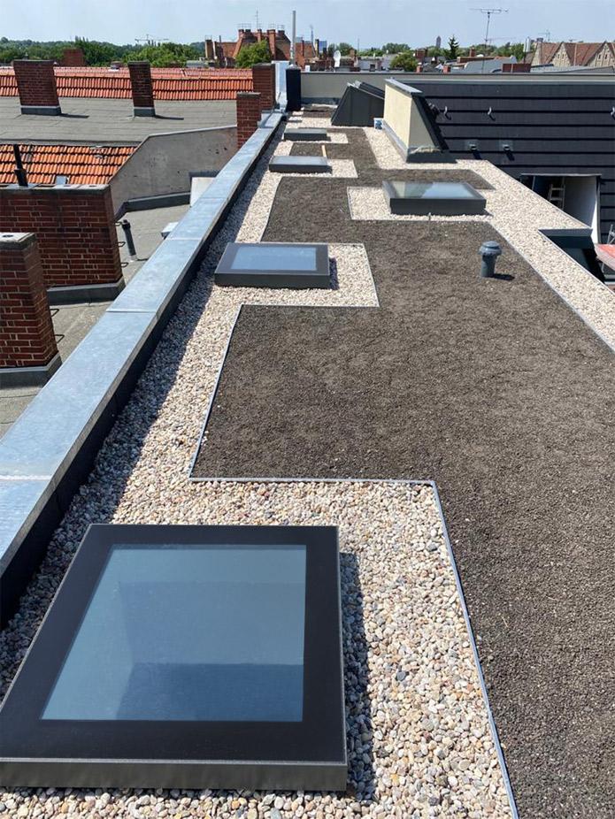 Gestaltete Dachterrasse mit COMFORT und ACCESS Oberlichtern