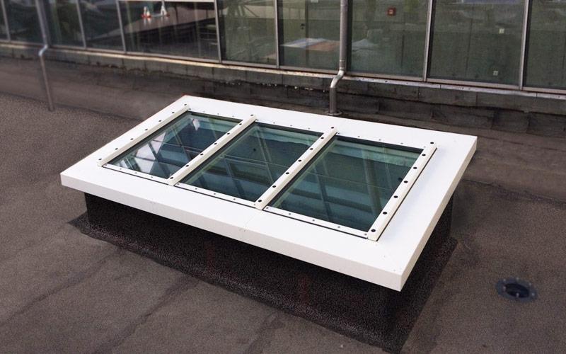 Brandschutzverglastes Pultdach mit drei Fenstermodulen